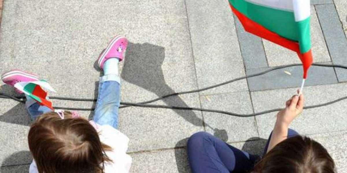 Колко са българските деца, родени в чужбина?
